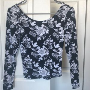 New Small Black and White floral long sleeve top